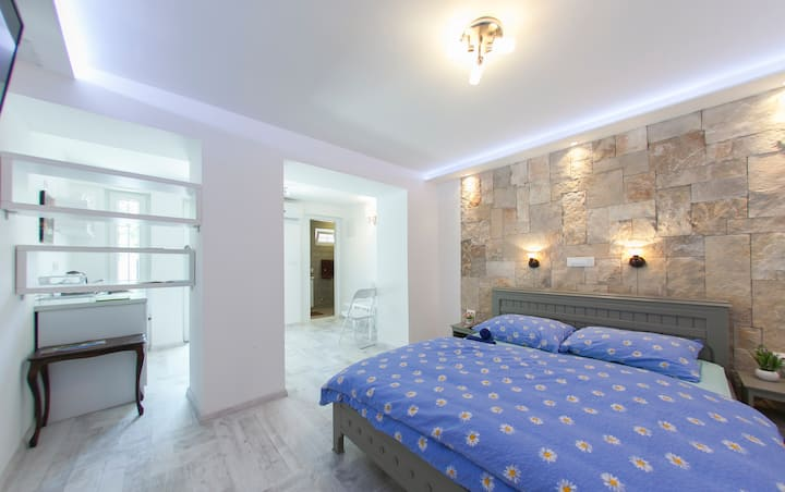 Double apartment with swimming pool in city center