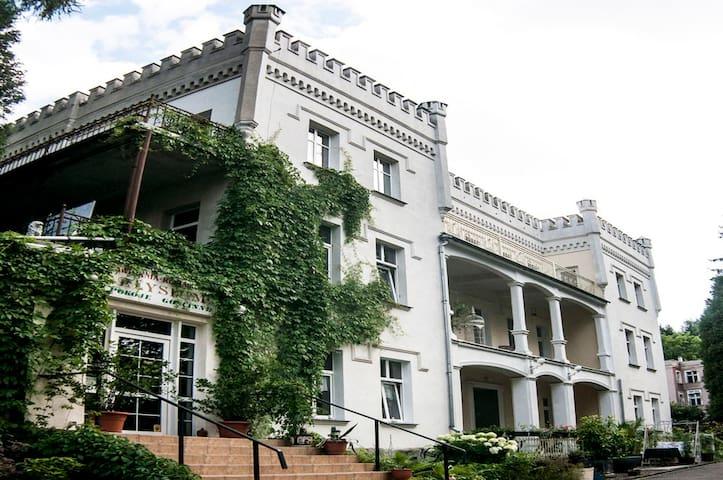 Apartament w XIX wiecznym Pałacyku - Lądek-Zdrój - Apartemen