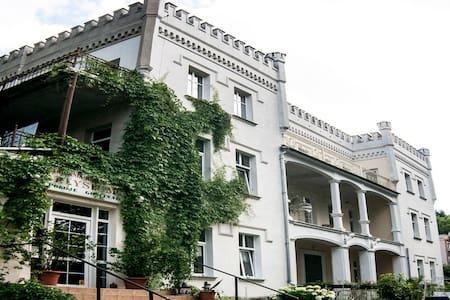 Apartament w XIX wiecznym Pałacyku - Lądek-Zdrój