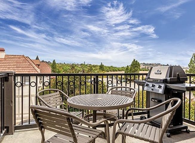 Luxurious Solvang Condo - 2bed/2bath Twin