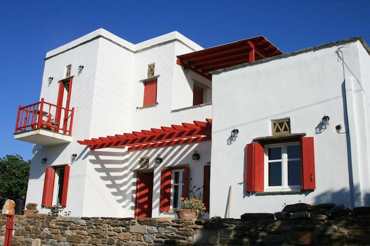 Katerina's Villa (Upper Floor) in Pirgos at Tinos - Panormos
