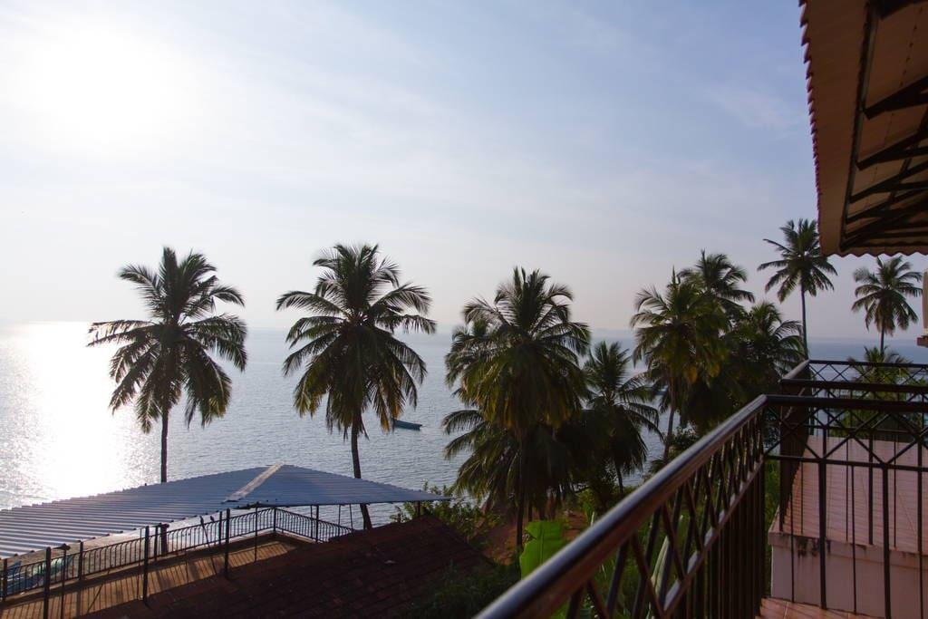 Villa tidina r102 by the sea bed breakfasts for rent for Donasea villas 7