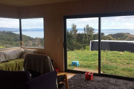 Private, new eco house with stunning sea views - Pohara