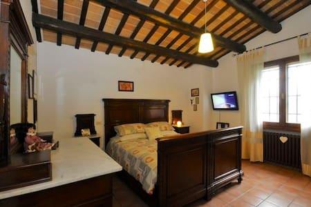 Master bedroom in Villa + breakfast - Cesena
