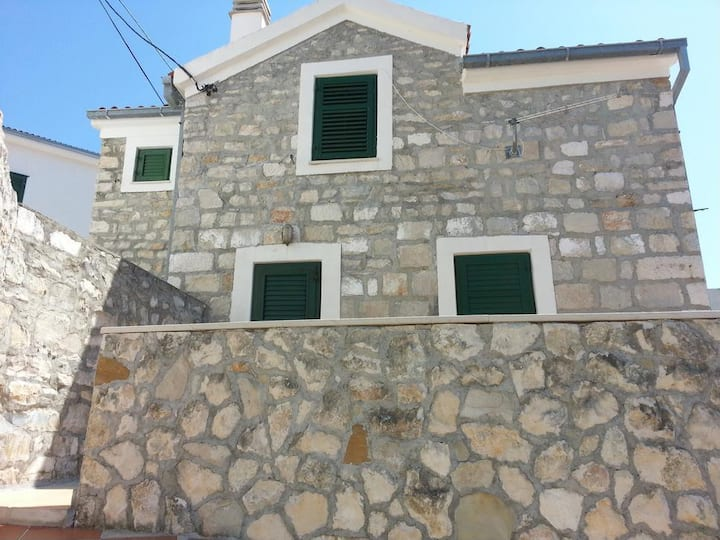 Three bedroom house with terrace and sea view Medići, Omiš (K-11108)