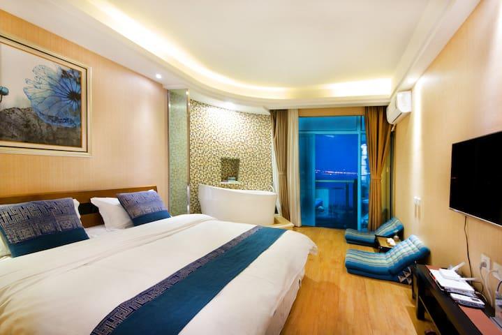 直面苍山洱海一线180度海景带浴缸大床房 - Dali - Apartment