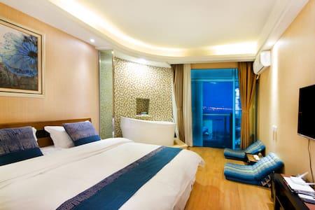直面苍山洱海一线180度海景带浴缸大床房 - Dali - Apartament