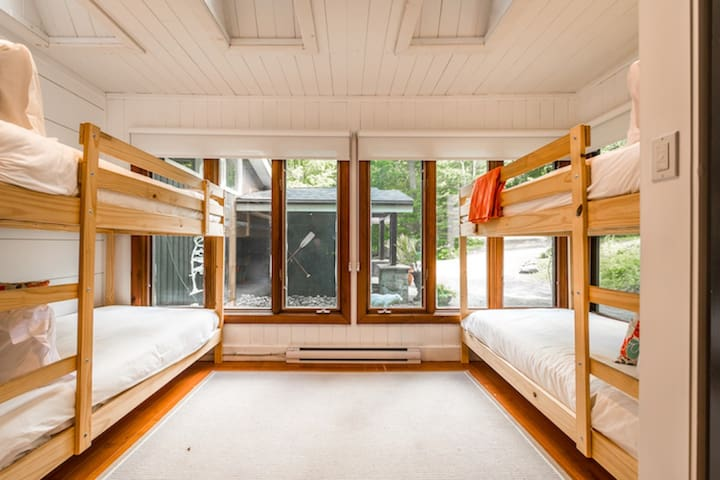 Bunkie room with 4 twin beds