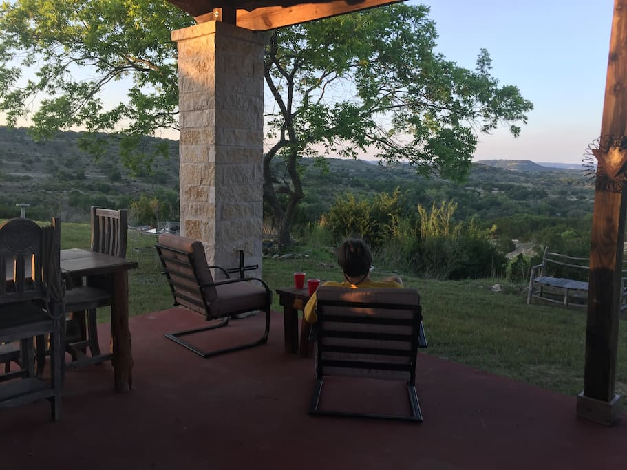 Carport, outdoor grill and table. Stellar views!!