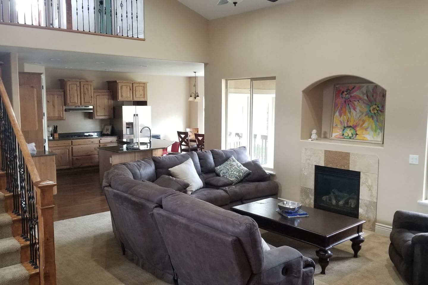Large Spacious Living Room connected with spacious Kitchen. Great for entertaining.