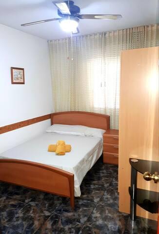 habitación nueva,  privada y amplia en Barcelona.