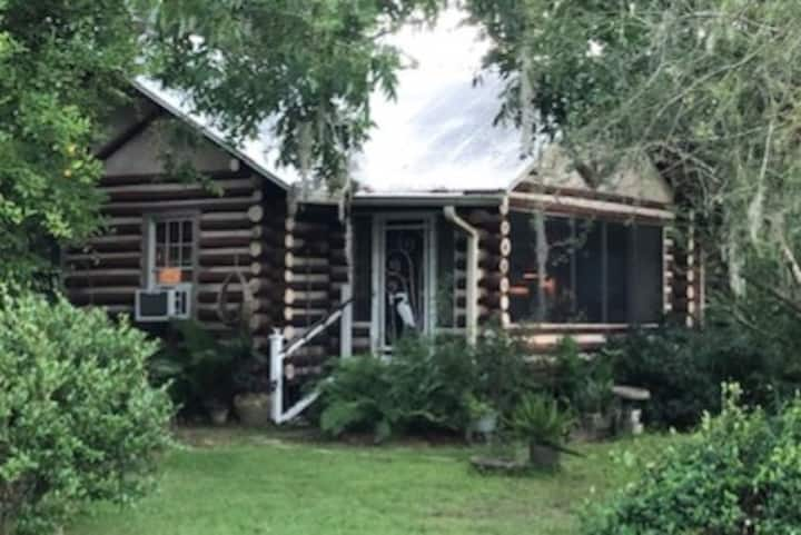 Cozy Log Cabin, Foley, Al.   Pet Friendly!!!