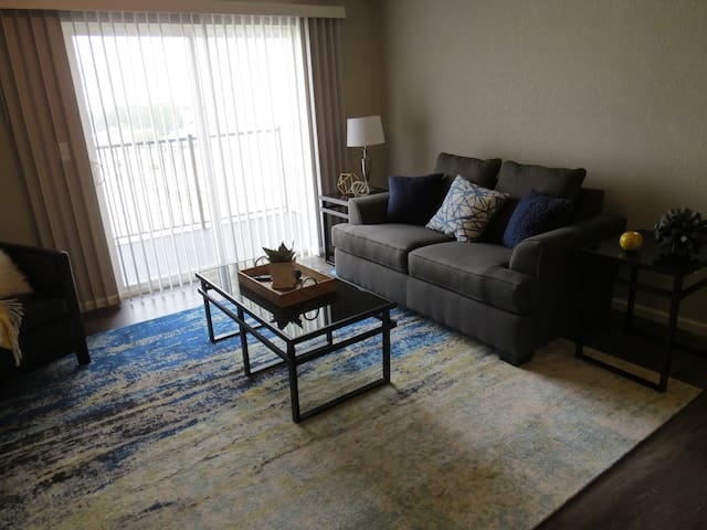 Modern Condo Located Near Shopping & Dining (M)