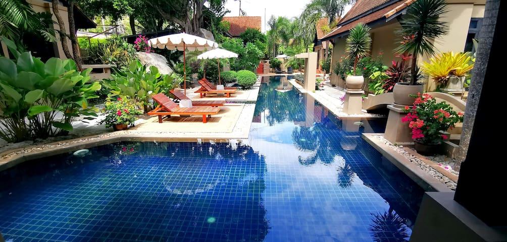 Montra Hotel Koh Samui   Deluxe Room villa.