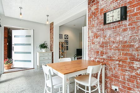❀ Contemporary Beach Unit with Parking | Sleeps 3