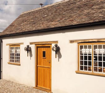 The Tack Room Cottage for 2 in the heart of Dorset