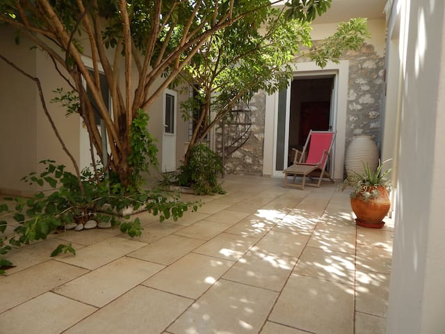 Melitini traditional  stone House with cozy yard