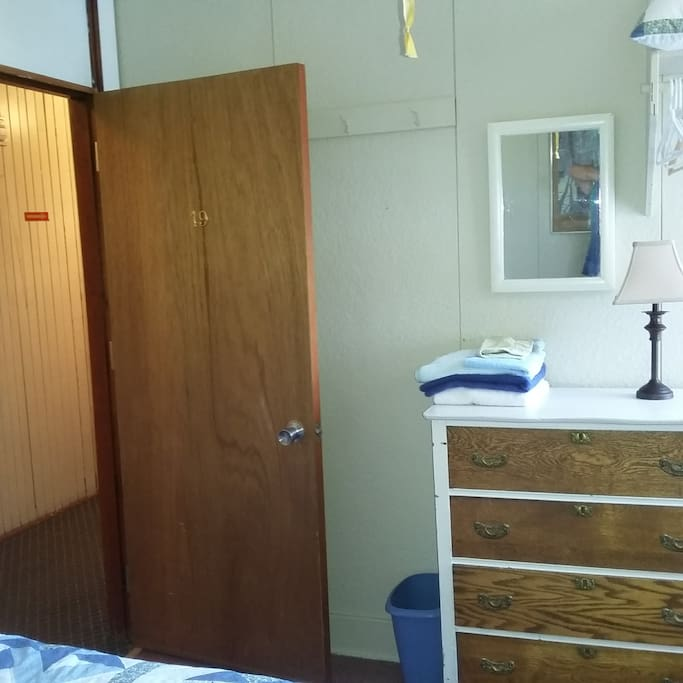 Chambre 19, 1 lit simple et 1 lit double