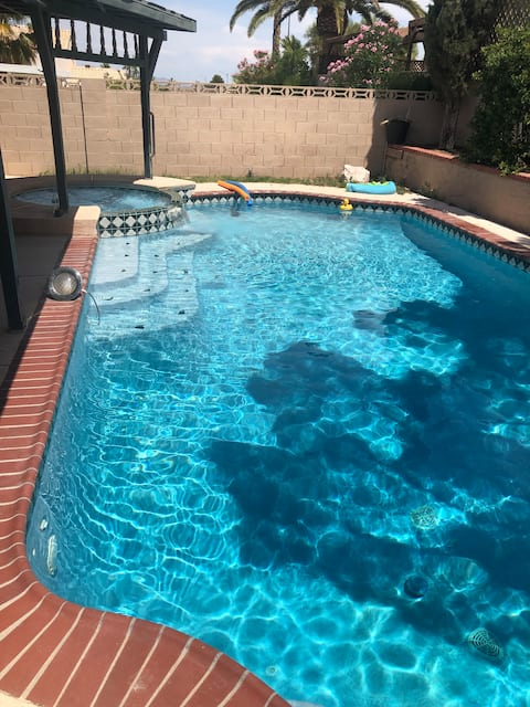Private Bed and Bath with Pool close to the Sights