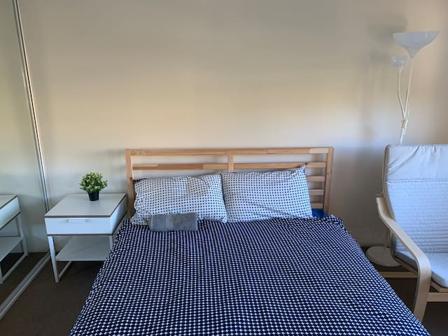 Spacious private room in the heart of Randwick