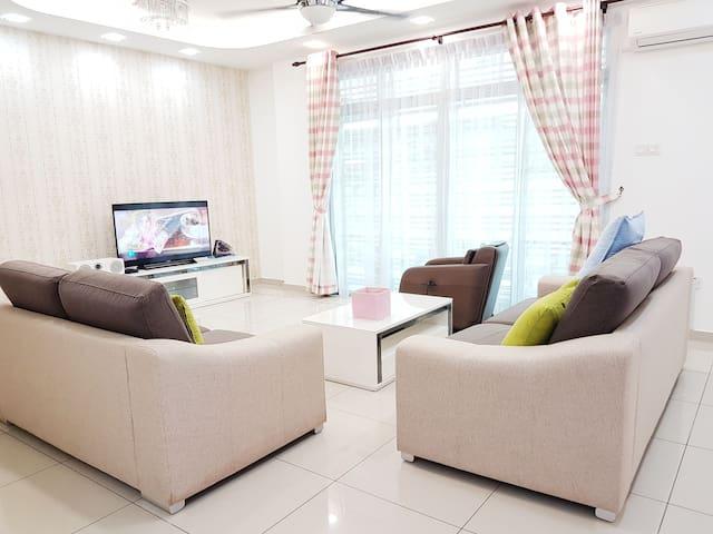 Cosy Corner House @ Skudai Johor Bahru for10-16Pax