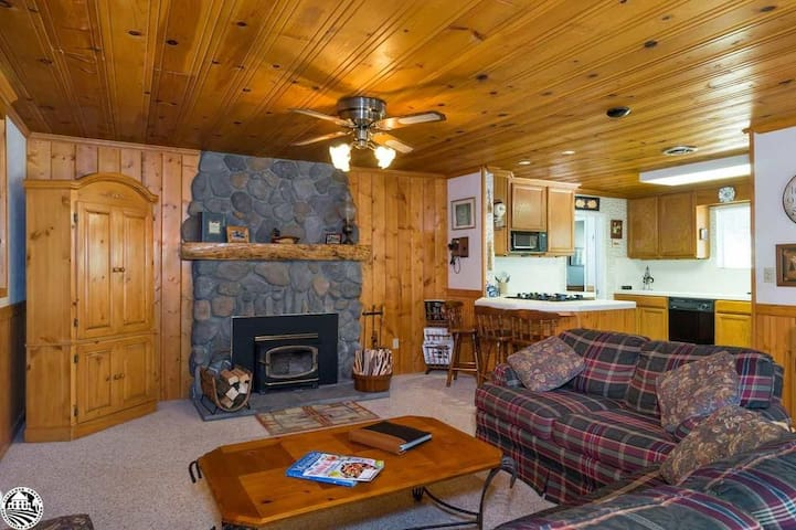 Peace of Your Harte @ TH Lake + AC & Fireplace