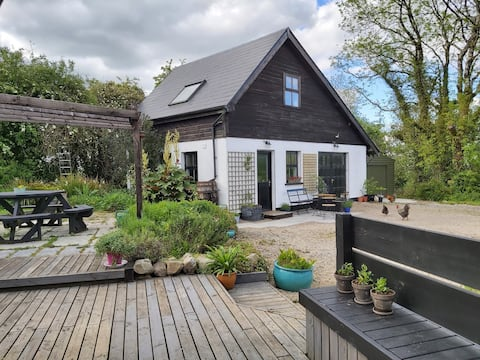 Willowgrove Shed, Country Escape