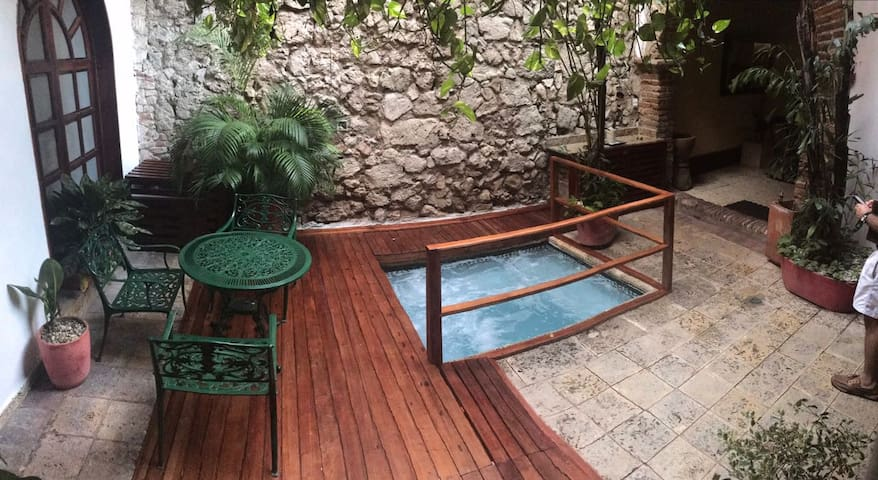 Incredible Colonial House 4 bedroom house old city