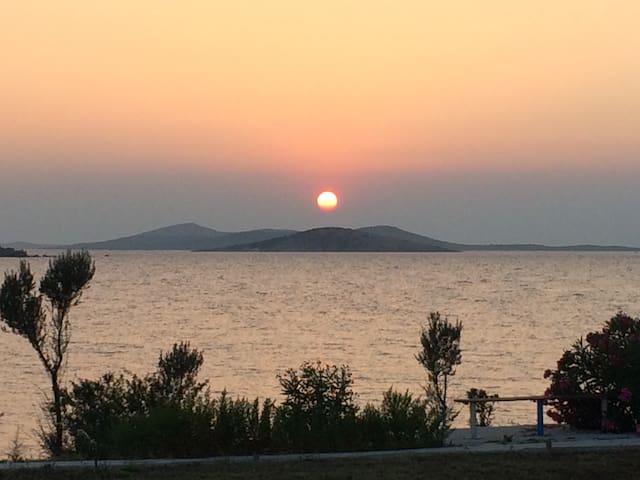Deniz manzaralı triplex villa - Ayvalık - Villa