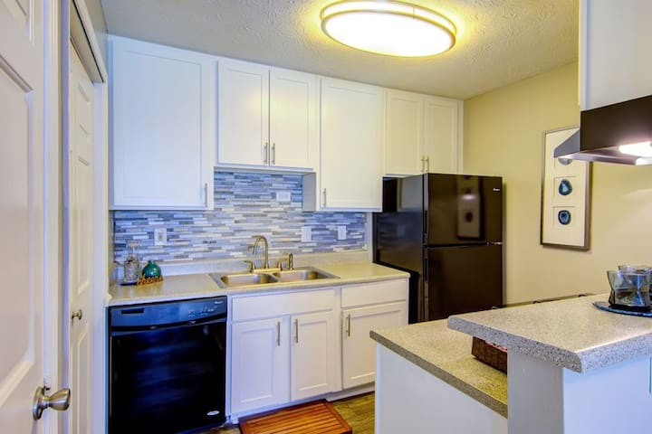 Quiet & Clean 1 Bedroom For Guest Shared Apartment