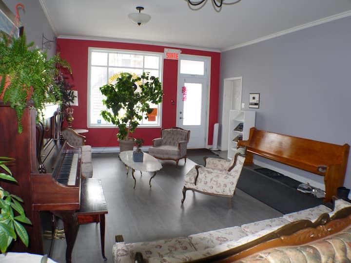 Chambre privé avec balcon, Près de Quebec (A9)