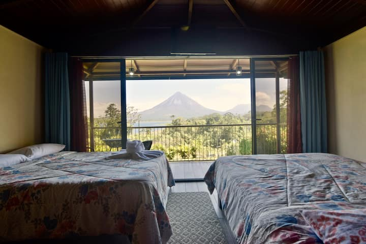 Paradise Bungalow 2. Fabulous Volcano and Lake view!