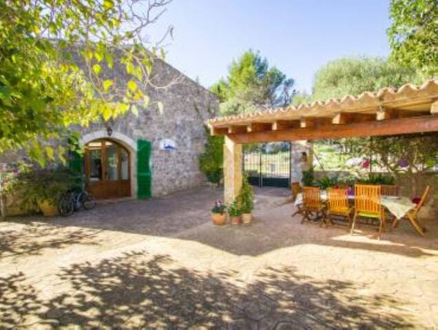 Finca Chopin for 6 in Valdemossa with wifi, pool and barbeque.