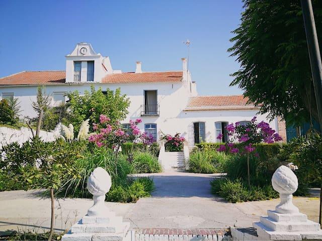 """Hotel a 20KM Granada  """"La Casa Grande de Zujaira"""""""