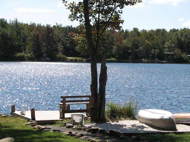 Pocono Lakefront Cozy Cottage