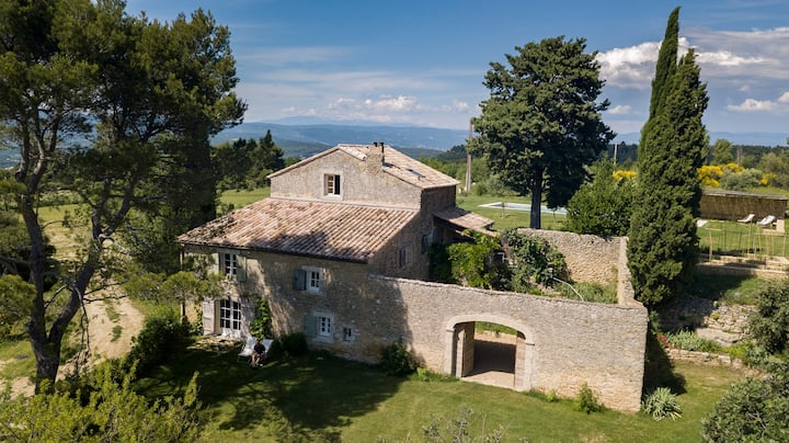 Garden level appt in authentic sheepfold, Luberon