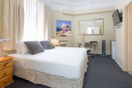 Hotel - Private King Room En-suite