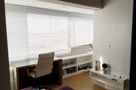 Lindo apartamento no bairro Santana - 阿雷格里港