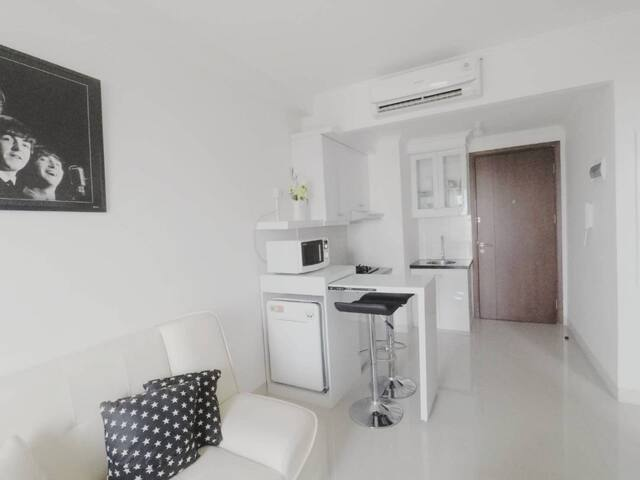 Bright 2 BR Apartment in MT Haryono