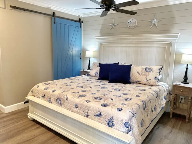 """RARE Expanded Bedroom w/KING BED!  Enjoy your downtime watching FREE NETFLIX & CABLE on the XL 65"""" SmartTV!  (Prime, Hulu, etc. bring your passwords.)"""