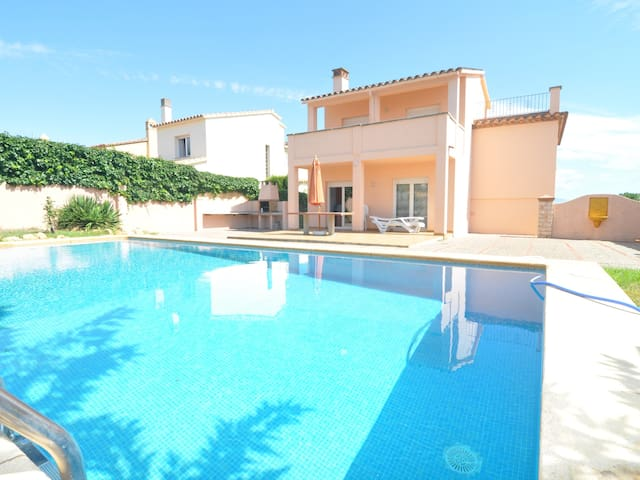 TERE 16: VERY SPACIOUS HOUSE WITH PRIVATE POOL