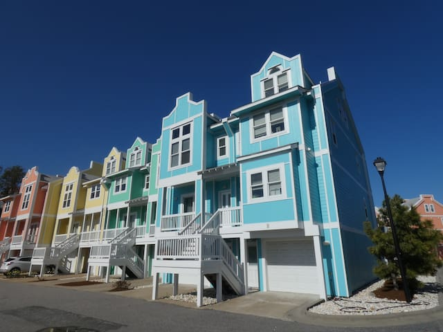 Deep Blue Sea at Cambridge Cove 2 Bedroom Deluxe Townhome