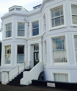 Two bedroom flat near Lewes town centre - Lewes - Apartment