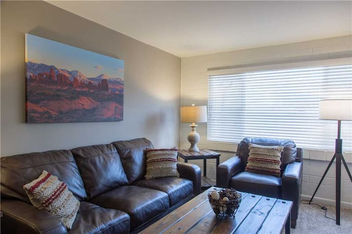 Cozy Downtown Condo Close to Arches with Full Kitchen & Hot Tub. - Purple Sage Flats #7