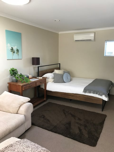 Close to Tay Street, Private Studio Accomodation