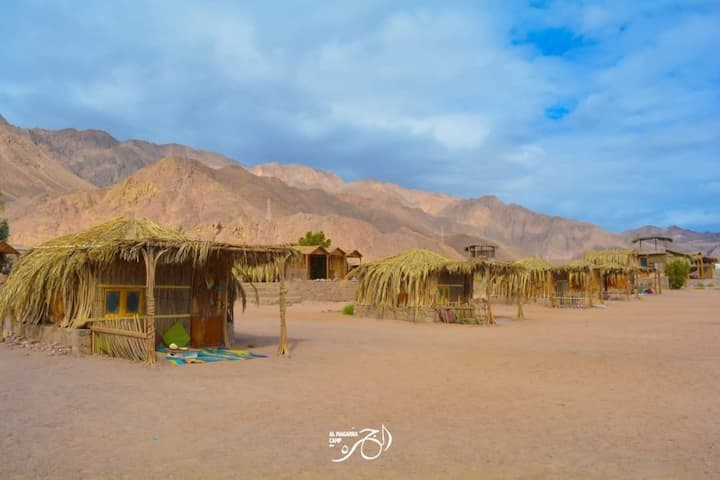 A hut by the red sea in Al Magarra camp.