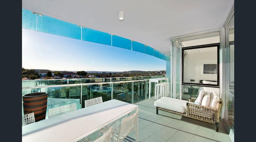 STUNNING LUXURY APT. BONDI BEACH - SPA/GYM/POOL