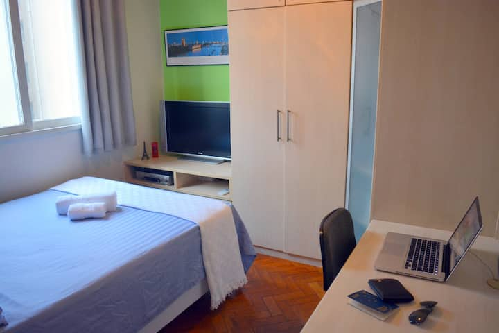 PRIVATE ROOM with A/C UNIT + BREAKFAST Copacabana