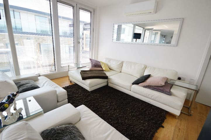 Spectacular Penthouse Suite - 2 Bedroom 2 Bathroom - Dundee - Apartment