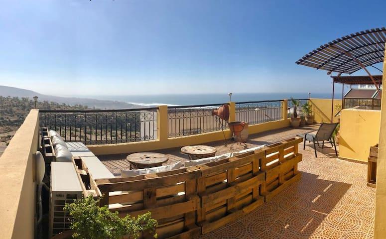 Villa avec roof top terrasse vue sur océan